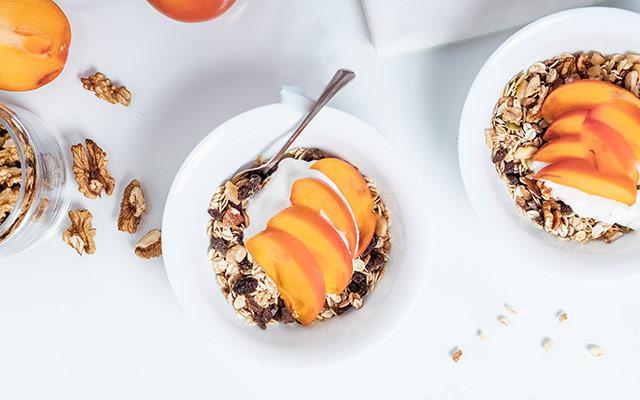 Zajtrk - jogurt in sadje