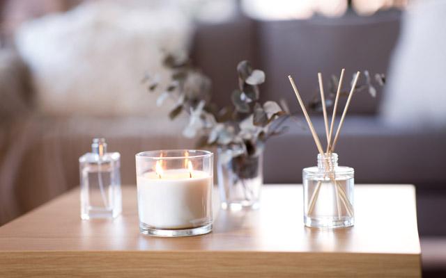 Dišeča sveča in dišeče palčke