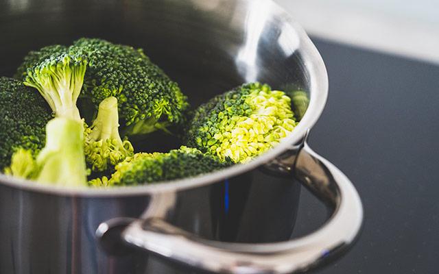 Brokoli v loncu